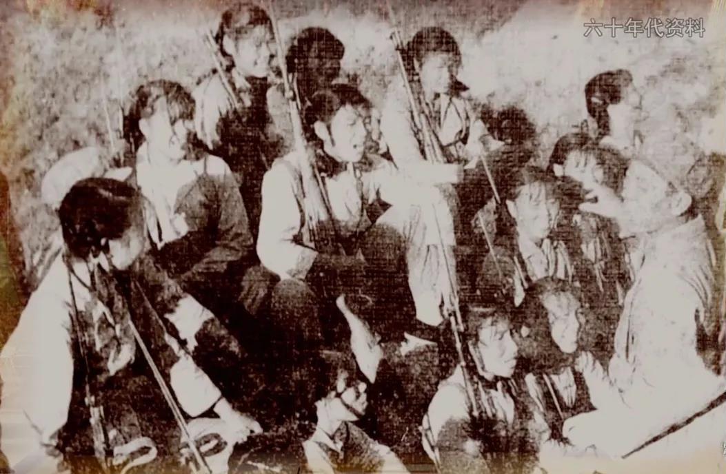 △六十年代洞头女子民兵连训练照