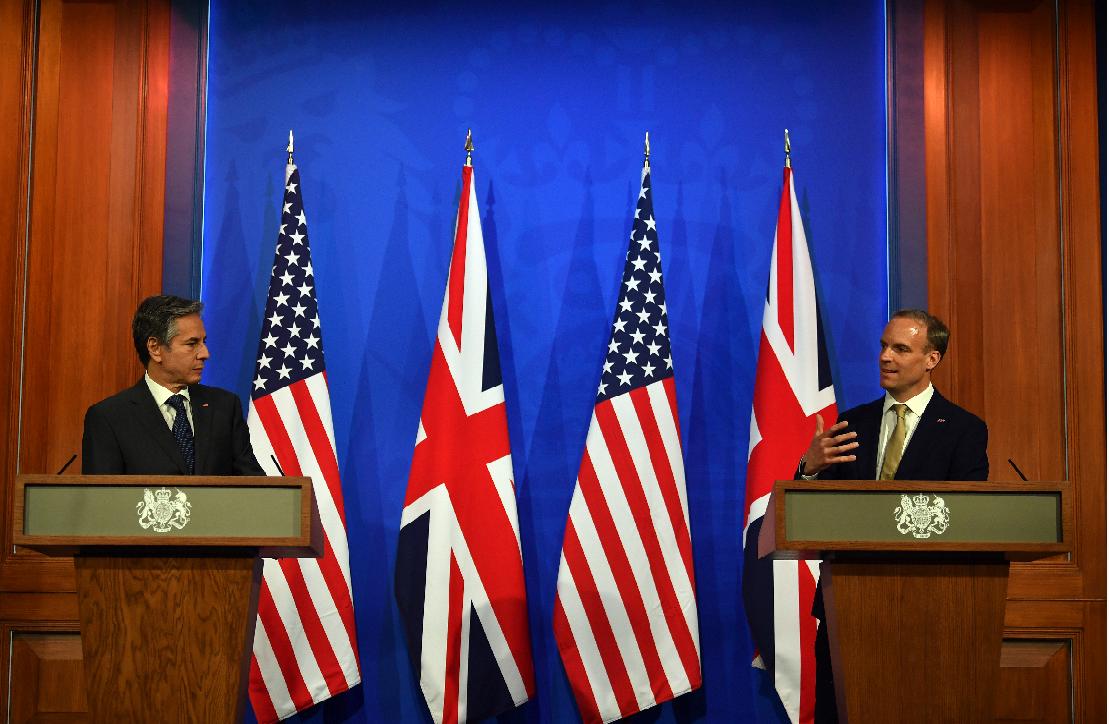 美国务卿布林肯与英外交大臣拉布在5月3日的发布会 图源:澎湃影像