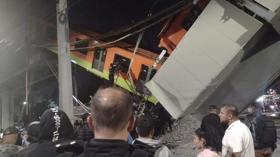 墨西哥城郊地铁列车因高架铁路坍塌而脱轨,多人受伤