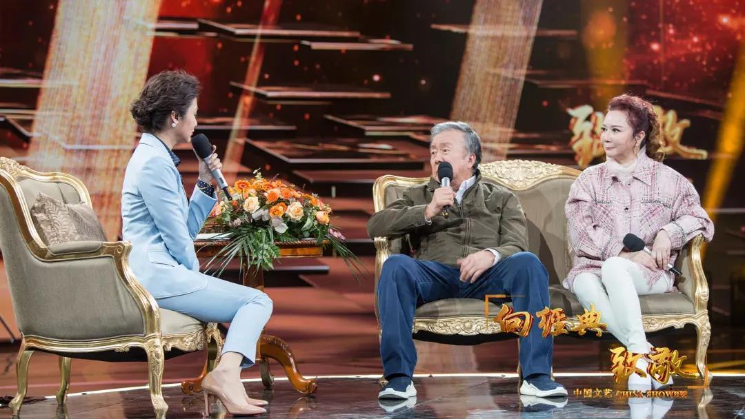 △摄影师李晨声、小海霞的扮演者蔡明做客《中国文艺·向经典致敬》