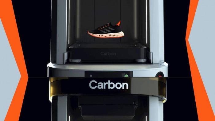 阿迪达斯在4DFWD 3D打印运动鞋上采用了Carbon设计的中底