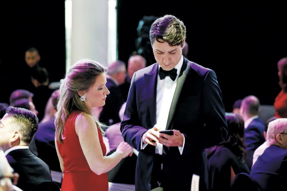 △加拿大总理特鲁多(右)与凯蒂·特尔福德(左)