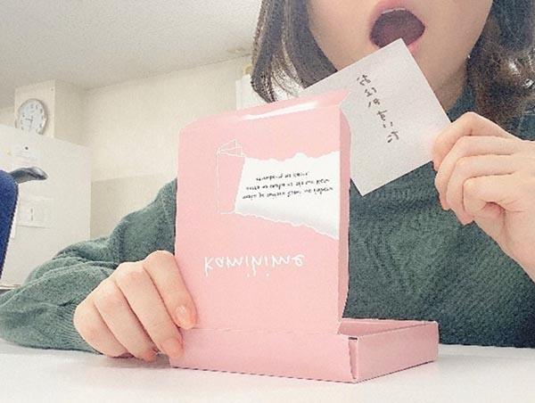 日本公司推出适合班会偷吃的食用笔记: