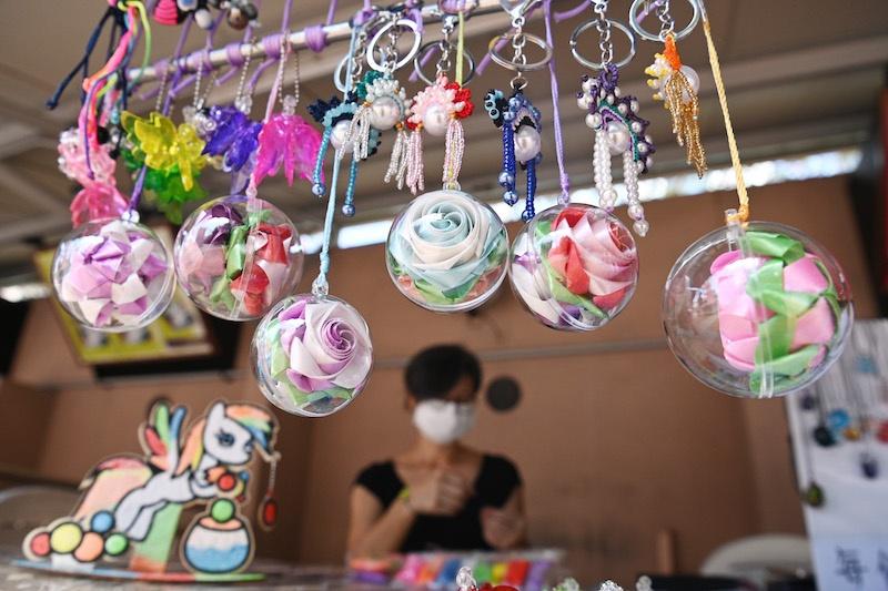 """香港多个公园开展""""艺趣坊"""" 展示文化艺术和特色手工艺品"""