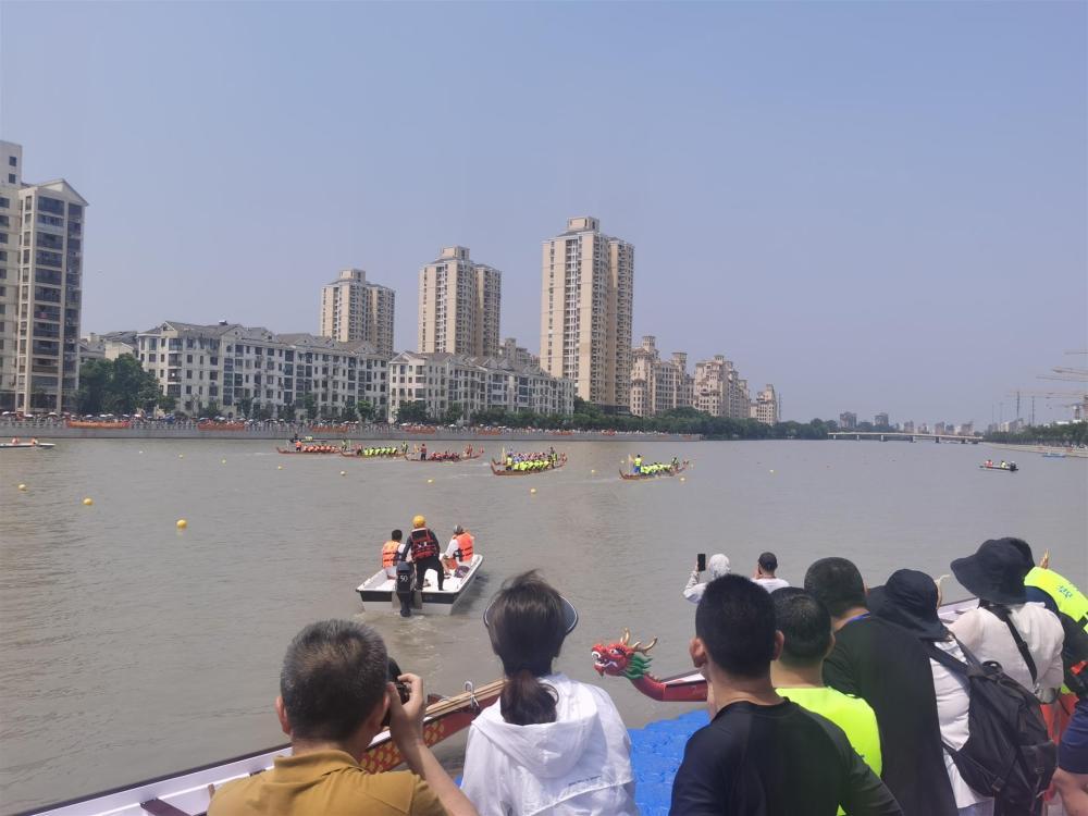 松江端午龙舟赛创建十三年来,首次变更举办地点,这支队伍斩获桂冠