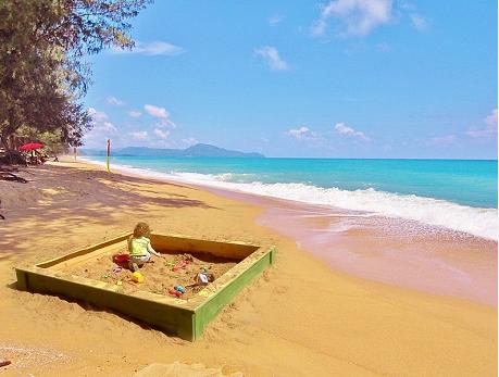 """泰国总理:""""普吉沙盒""""计划是疫情下恢复接待外国游客的一次尝试"""