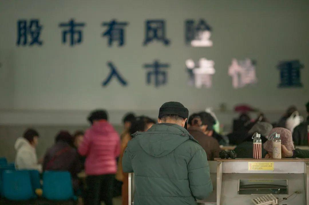 """中国第一股民杨百万的""""K线""""人生:曾靠2万炒到2000万 要做股市的赢家"""
