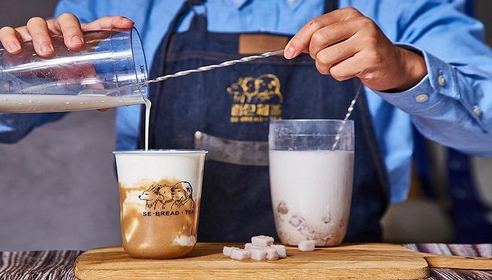 """Mini杯""火了,能不能拯救集体亏损的奶茶行业?"