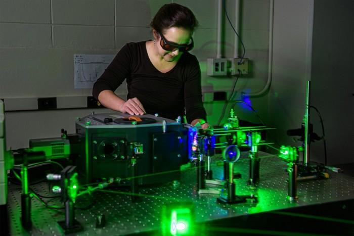 研究人员打造将有望提供清洁、可持续能源的人工光合作用