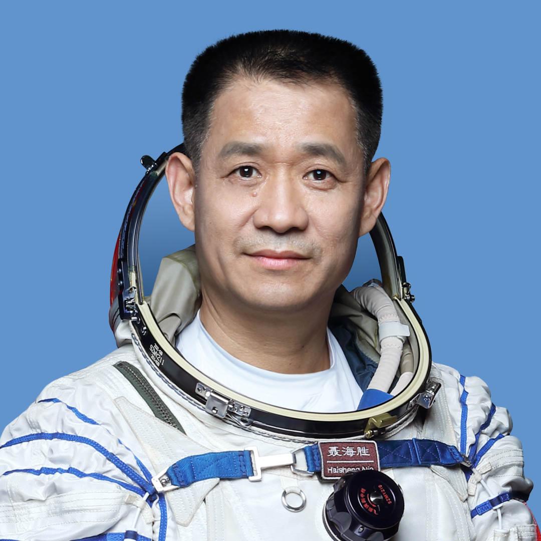 聂海胜、刘伯明、汤洪波执行神舟十二号载人飞行任务