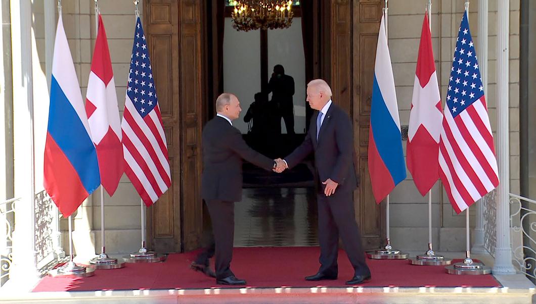 快讯!拜登普京均已抵达峰会地点,两人握手并合影