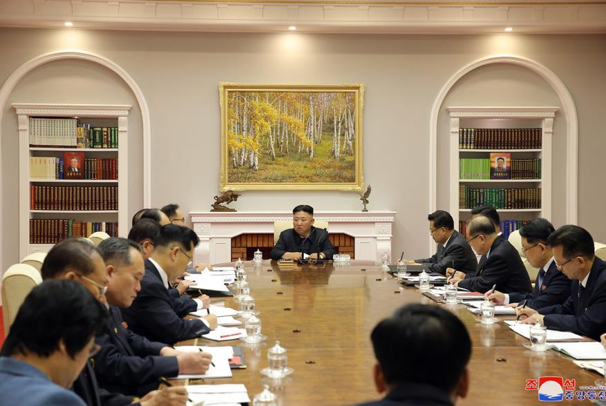 朝鲜劳动党八届三中全会举行分组专门会议