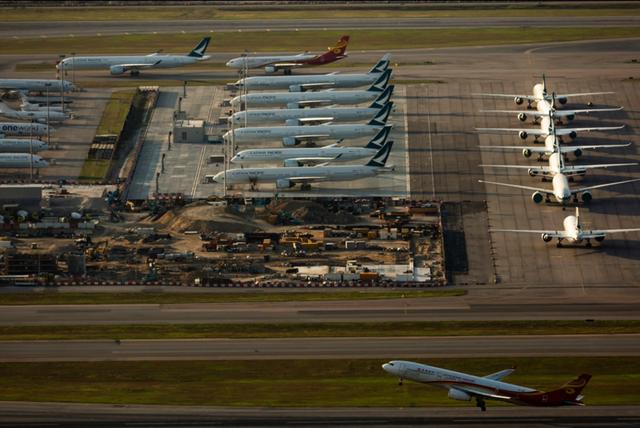 港媒:为促进本地就业,香港出台非本地飞行员及空服人员签证新规
