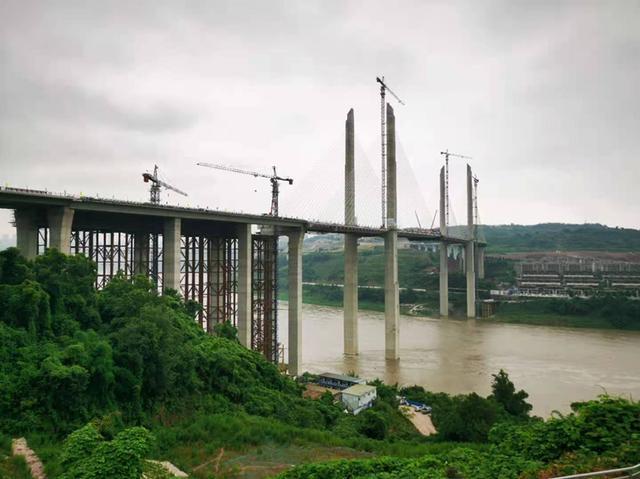 蔡家嘉陵江大桥主桥顺利合龙预计今年年内完工通车