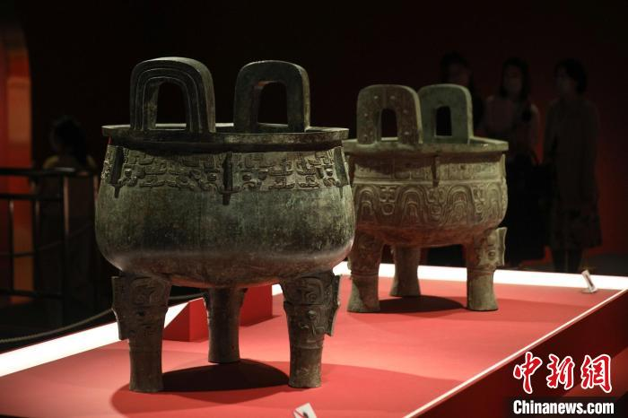 盂克双鼎在上海博物馆重聚 21件有铭青铜鼎同时展出