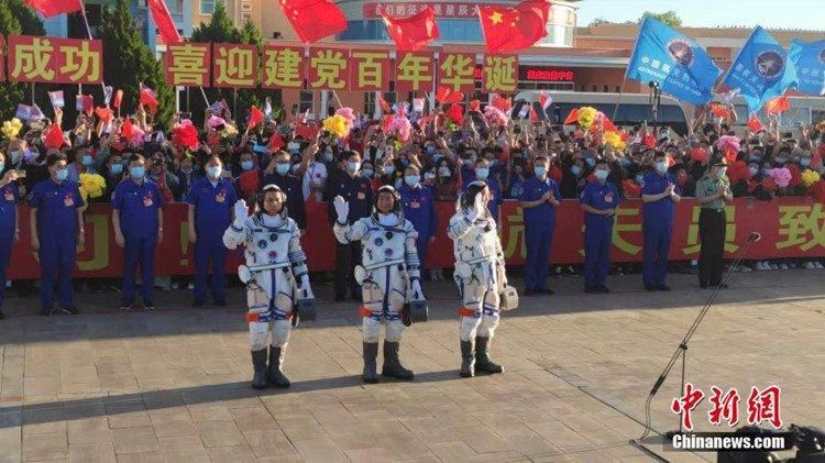 """""""很自豪看到中国经济社会发展成就"""" ——访老挝驻华大使坎葆·恩塔万"""