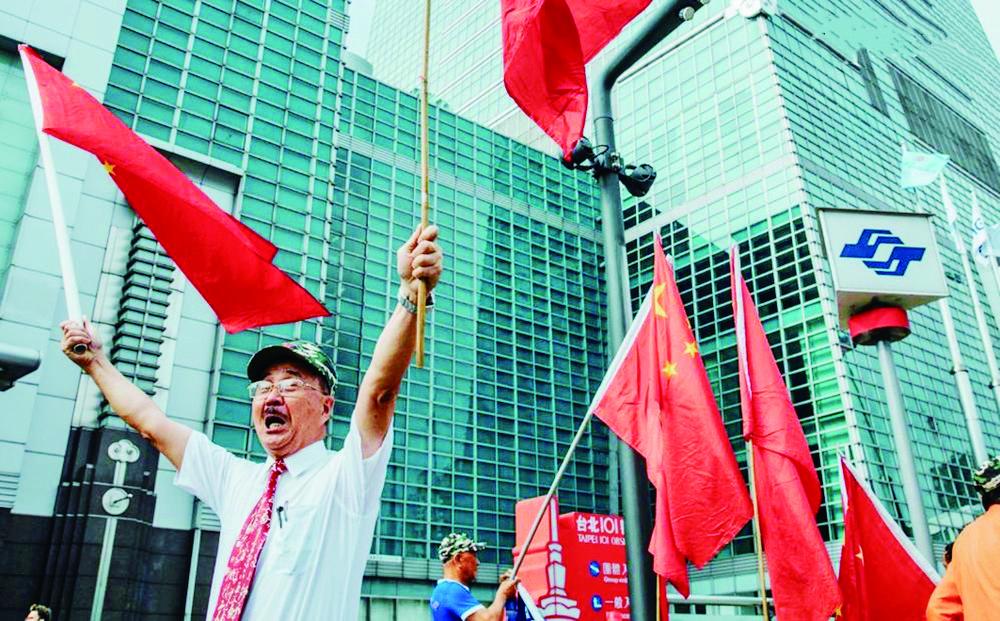周会长走了,但五星红旗将继续飘扬在台北街头