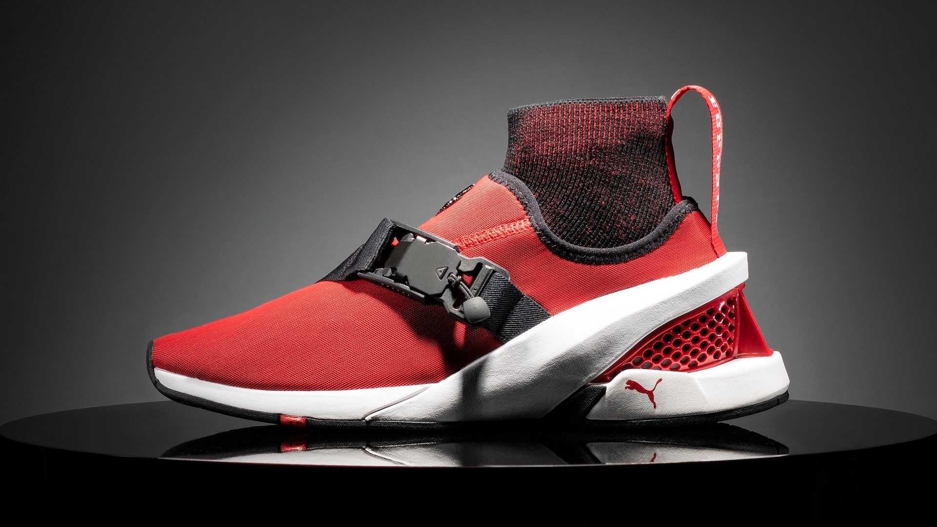 继承插电烈马SF90设计理念 法拉利推联名跑鞋