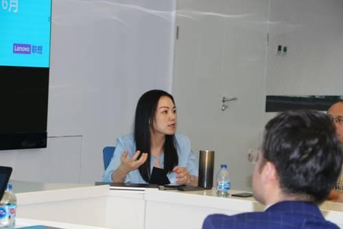 红麦聚信总经理江燕在会上发言