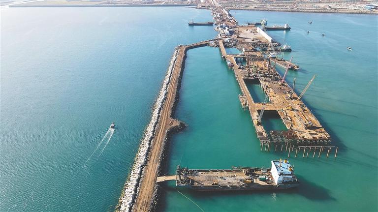 百万吨乙烯码头初现雏形