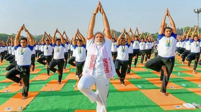印度总理呼吁民众练瑜伽:这是全球抗疫的希望