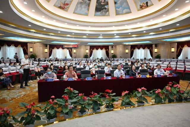 重庆爱尔眼科第三届两江高峰论坛召开 20余位眼科专家齐聚共同探讨前沿技术