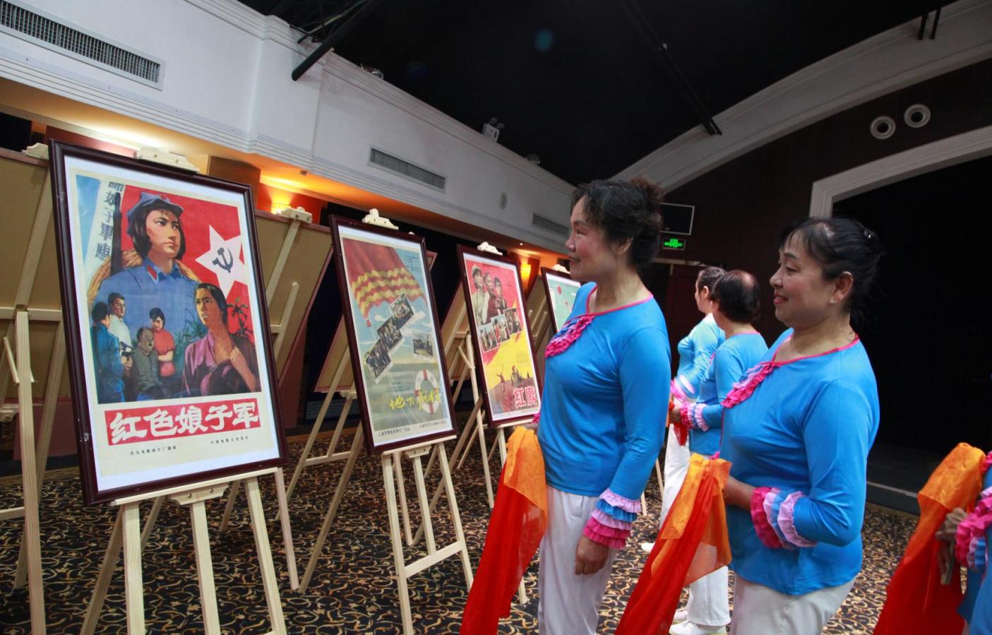光影璀璨承载时代记忆,体育馆路红色电影海报收藏展开幕