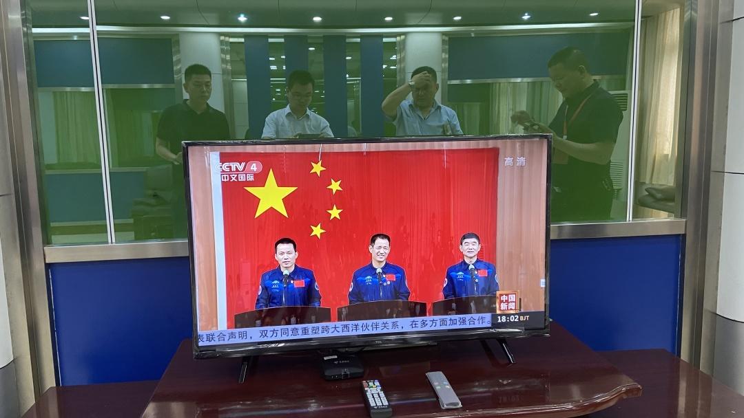 聂海胜家乡人民热情收看神舟飞船实况 中国电信全力保障通信畅通