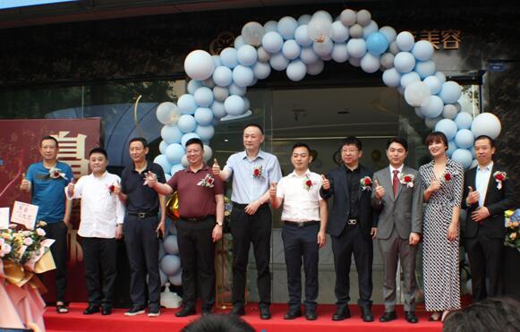 四川省整形美容协会潘宁会长出席鼻迹医疗美容启动盛典