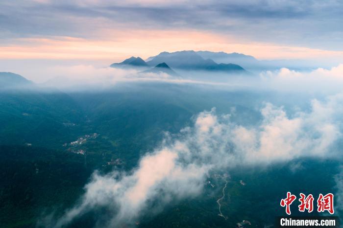 航拍江西九江天花井国家森林公园 云海翻腾景色壮美