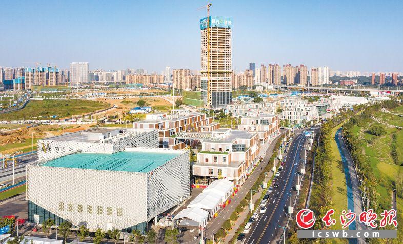 全省电子信息制造业32个重点项目开工率100% 完成投资160.28亿元