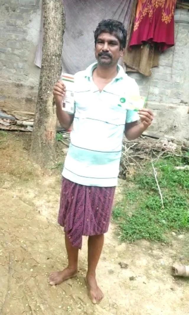 """印度男子称5分钟被接种两剂疫苗,接种中心""""认错"""":护士太累了"""