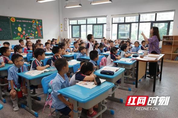 长沙开福区教育局浏阳河幼儿园:参观小学初体验 幼小衔接零距离