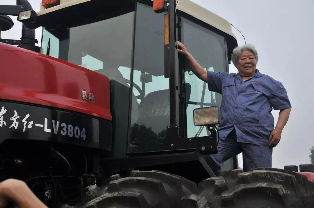 新中国第一代女拖拉机手:在北大荒耕起了草原万里
