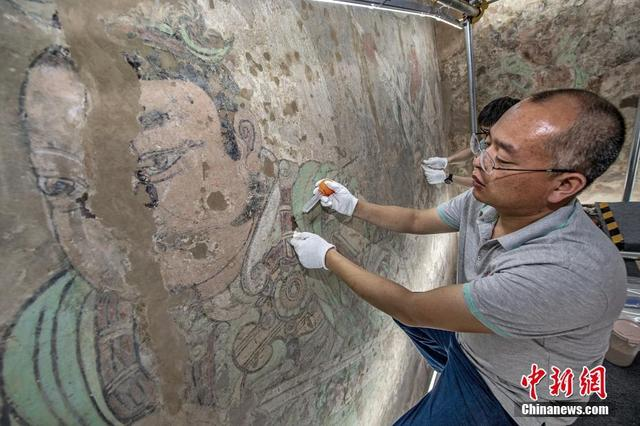 山西运城:永乐宫壁画搬迁后首次修复