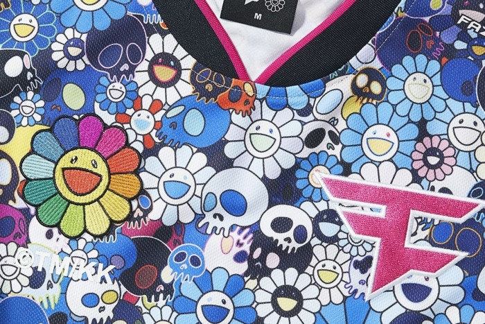 村上隆为电竞战队Faze Clan设计队服与鼠标垫周边:6月28日开售