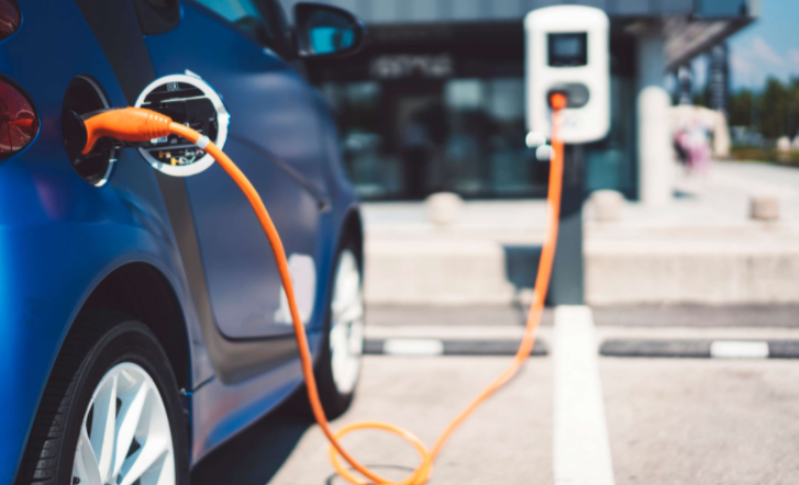 安永:2033年全球电动汽车销量将超过燃油汽车-第1张图片-汽车笔记网