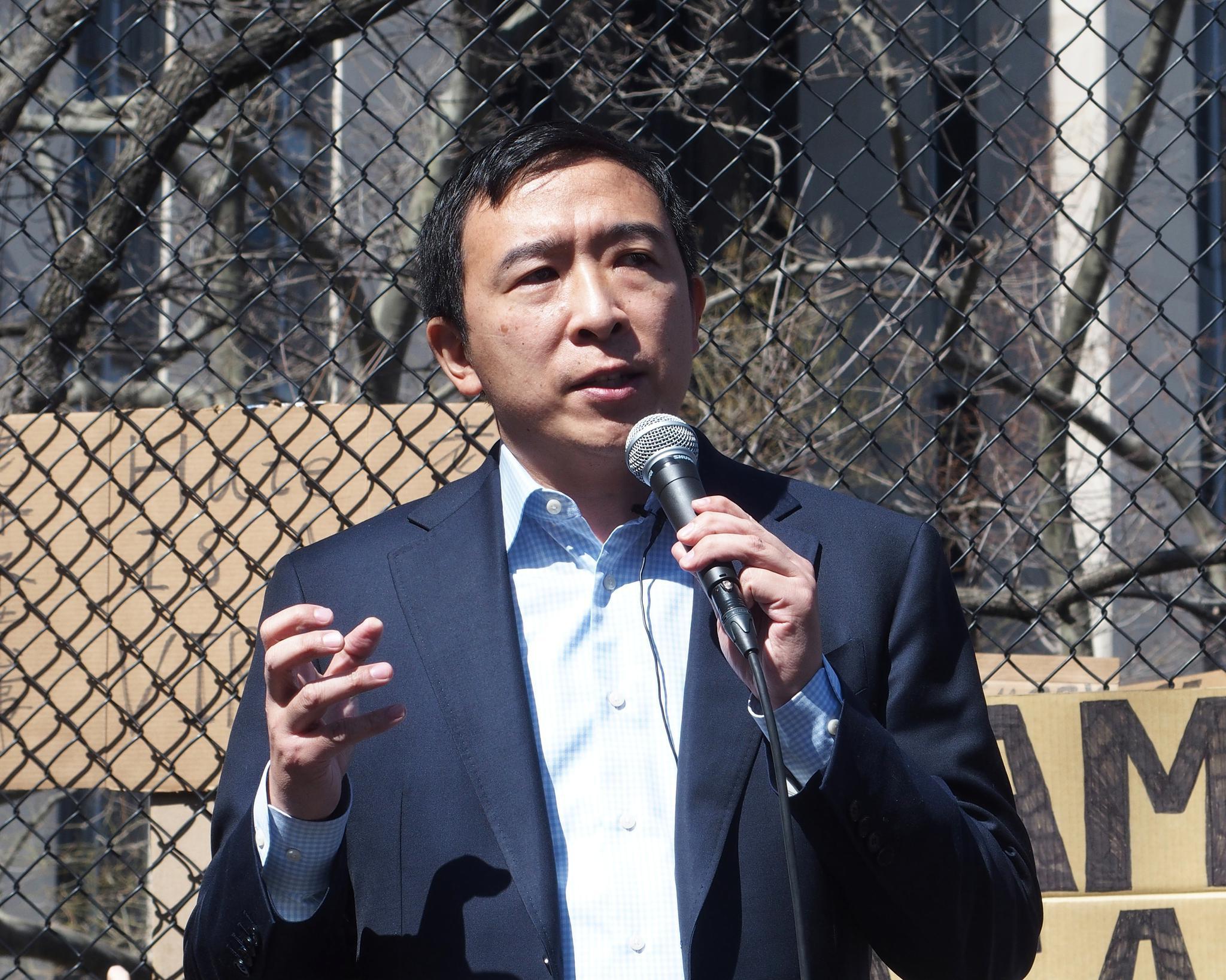 初步计票选情落后 纽约市长竞选人杨安泽宣布败选