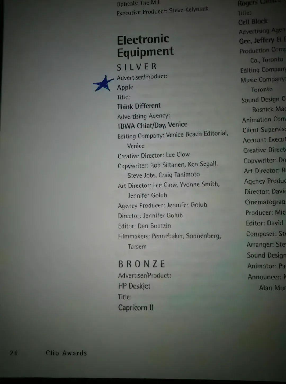 """""""Think Different""""的获得 Clio 奖时的创意人员名单,乔布斯被列在""""文案""""名单中(图片由作者提供)"""