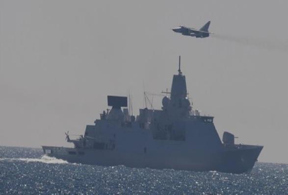 """荷兰指责俄战机""""恐吓""""荷军舰 致其电子设备停摆"""