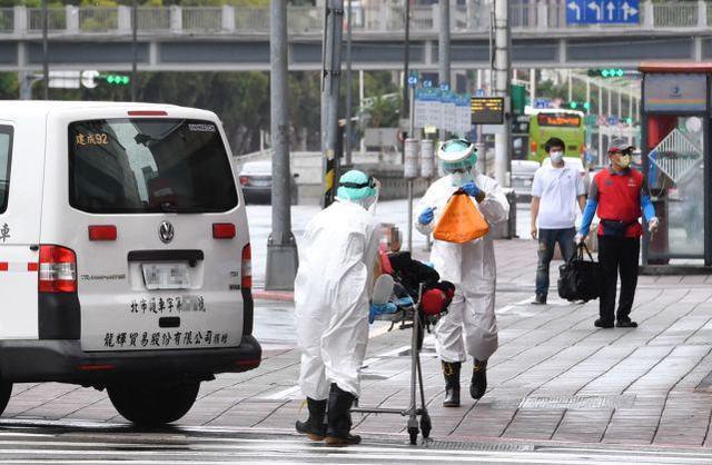 台媒:台北一家4口3名老人陈尸家中,唯一幸存者发高烧