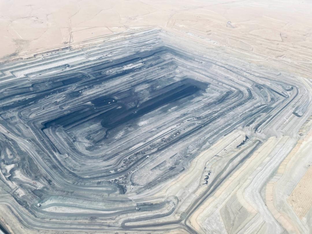 这是锡林郭勒盟境内的一处露天煤矿(3月31日摄)。新华社记者 王靖 摄