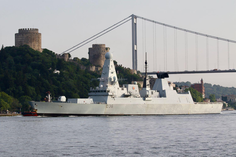 """7月2日""""卫士""""号驱逐舰离开黑海"""