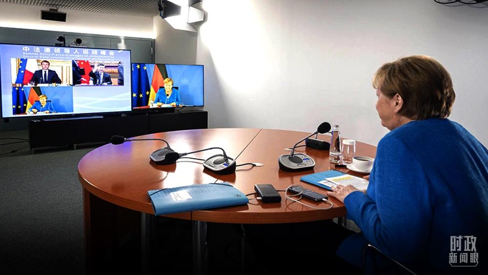 △默克尔总理在视频峰会会场。(图/德国政府发言人社交媒体)
