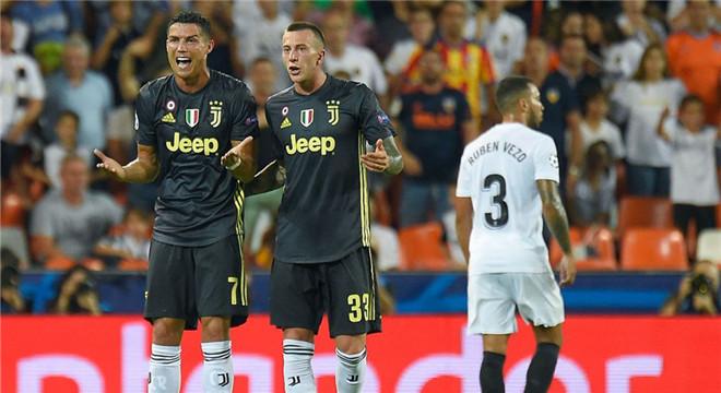 欧冠-C罗欧冠首红!尤文获2点+扑点两将伤退2-0