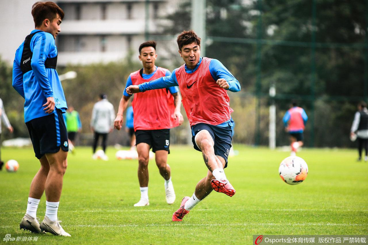 广州富力队公开训练课 范帅:尽力熟悉球员中