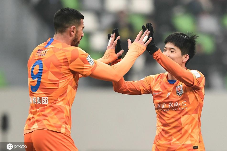山东鲁能1:0小胜卓尔,并两回合总比分6:0顺畅与江苏队会师决赛