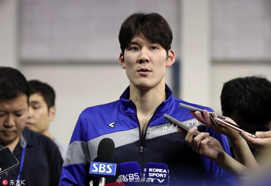 游泳名将朴泰桓感染新冠病毒 韩国名模一同确诊