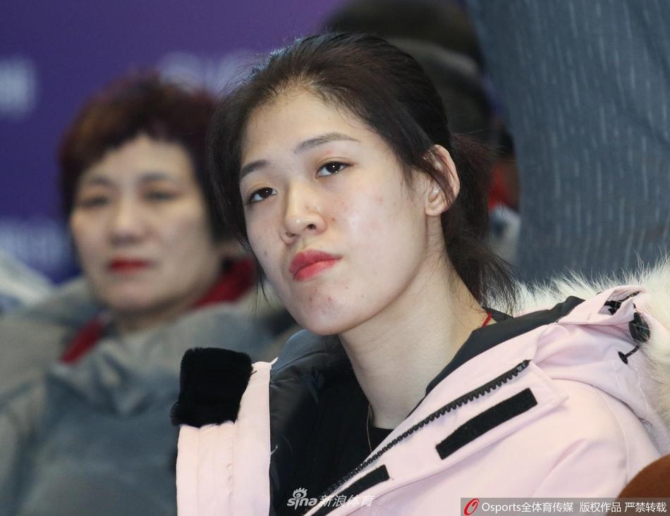 天津女排王宝泉姚迪李盈莹出席活动