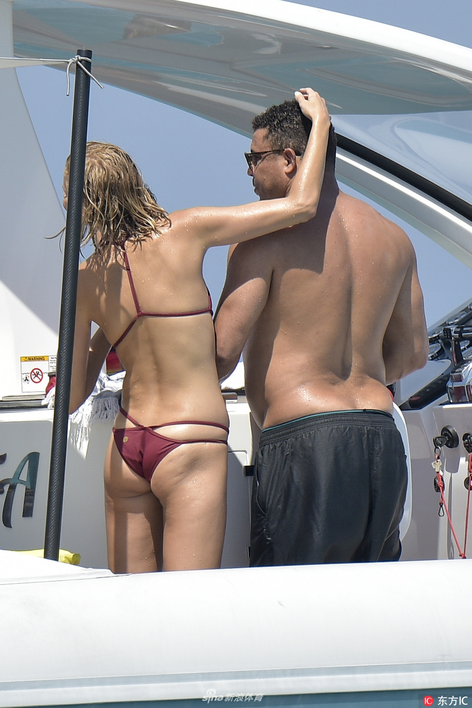 羅納爾多與模特女友度假大腹便便圖片
